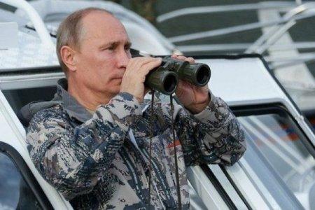 Putin hərbi rütbəsini açıqladı