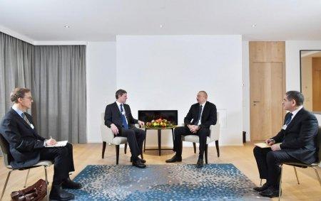 """Prezident İlham Əliyev Davosda """"Visa"""" şirkətinin prezidenti ilə görüşüb"""