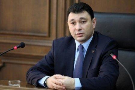 Eduard Şarmazanov: Paşinyan Əliyevin siyasəti qarşısında aciz qalıb