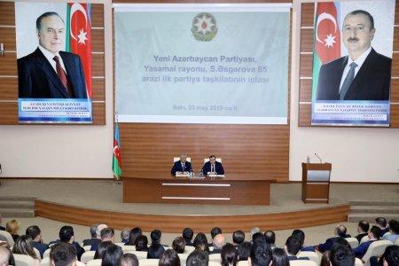 YAP-a yeni qəbul edilənlərə üzvlük vəsiqələri təqdim olunub