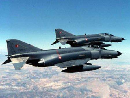 Türkiyə təyyarələri İraqın şımalında PKK mövqelərini bombalayıb