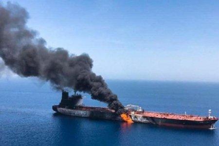 İrana DƏHŞƏTLİ HÜCUM: 2 neft tankeri partladıldı