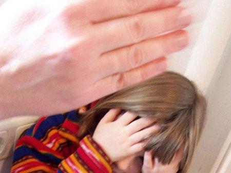 Çoxsaylı boşanmalar uşaqların zorakılığa məruz qalmasının əsas səbəblərindəndir - Ombudsman