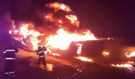 FHN Biləsuvarda yanacaqdaşıyan avtomobilin aşması ilə bağlı məlumat yayıb - VİDEO