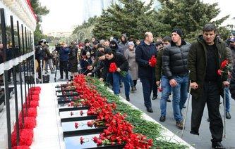 Azərbaycan ictimaiyyəti 20 Yanvar faciəsi qurbanlarının əziz xatirəsini yad edir