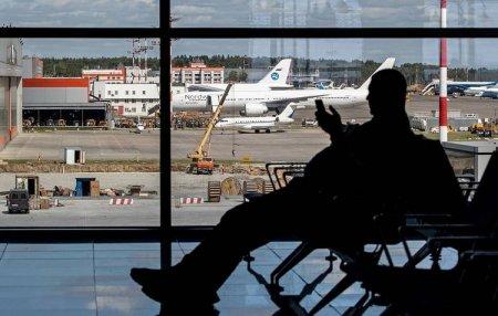 Ata iki oğlunu hava limanında atıb gedib