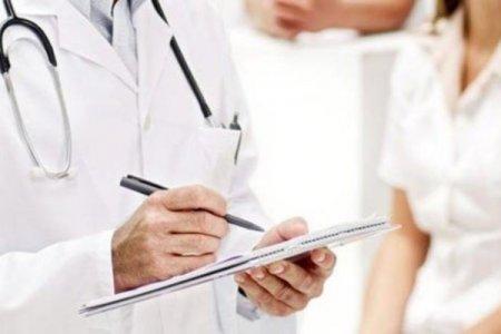 Həkim saxlanıldı: 70 nəfərin koronavirius yoluxduğunu dedi və...