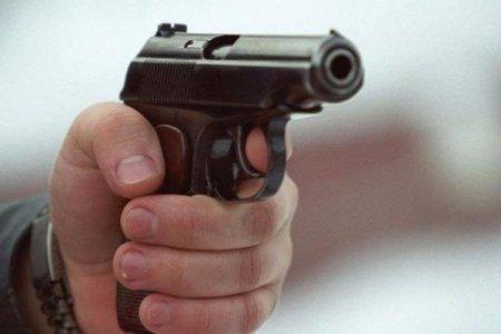 """Polis Bakının mərkəzində əməliyyat keçirdi - """"BMW""""dən silah götürüldü"""