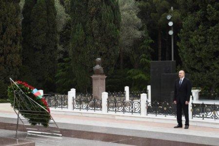 Prezident İlham Əliyev və birinci xanım Mehriban Əliyeva ulu öndər Heydər Əliyevin məzarını ziyarət ediblər