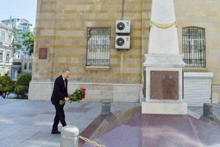 Prezident Azərbaycan Xalq Cümhuriyyətinin şərəfinə ucaldılmış abidəni ziyarət etdi
