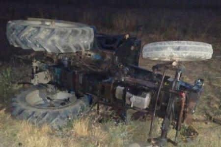 Ata traktoru aşırdı, oğlu öldü