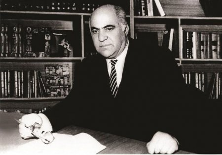 1 Avqust - Azərbaycan Əlifbası Günüdür