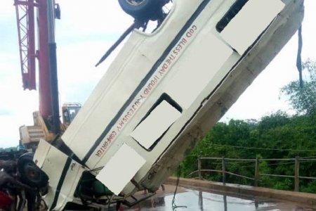 Nigeriyada avtobus çaya düşdü, 15 nəfər öldü