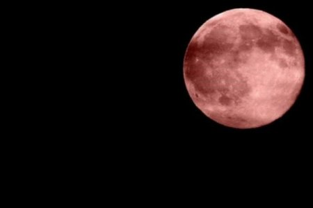 Alimlər ŞOKDA: Ayın səthi pasla örtülür