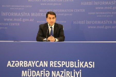 Hikmət Hacıyev: Ermənistan xarici jurnalistləri döyüş bölgəsinə çağıraraq hədəfə çevirməyə çalışır