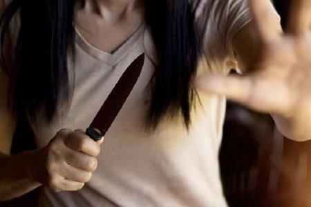 Bacılar maska taxmağı tövsiyə edən mühafizəçini bıçaqladılar