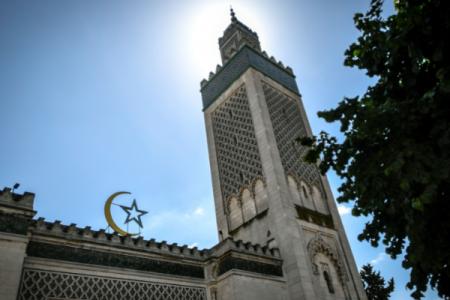 Fransada məscidlərin çoxu bağlanacaq