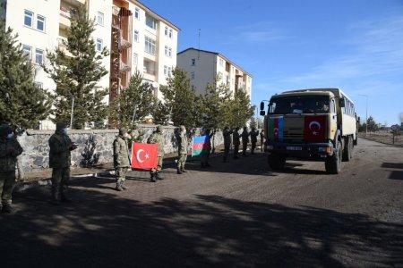 Qarsda Qış təlimində iştirak edən hərbçilərimiz Azərbaycana qayıdıb