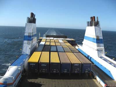 Süveyş kanalında gəmilərin hərəkəti dayandırılıb