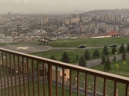 Yerevanda əsgər yaxınları yolları bağlayıb, baş qərargah rəisi helikopterlə qaçıb