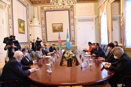 Azərbaycan-Qazaxıstan parlamentlərarası əlaqələri müzakirə olunub