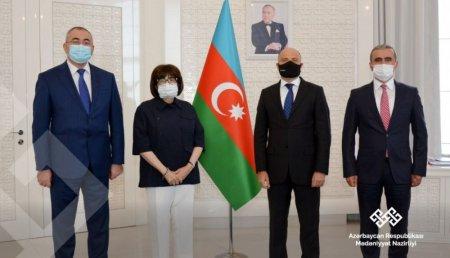 UNESCO Siyahısına daxil olmuş 4 elementin sertifikatları mədəniyyət naziri Anar Kərimova təqdim edilib