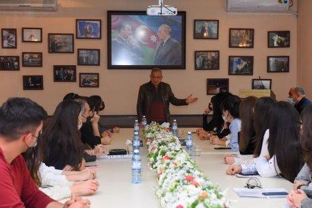 Kinorejissor Vaqif Mustafayev ADU-da ustad dərsi keçib